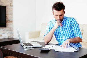 Jak zaplanować wydatki i oszczędzać pieniądze