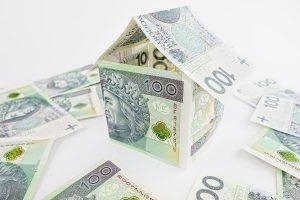 W przeciwieństwie do kredytu w pożyczce hipotecznej pieniądze można wykorzystać dowolnie.