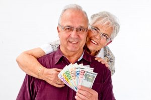 Firmy pożyczkowe udzielają pożyczek emerytom.