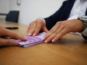 Czym są pożyczki pod zastaw?